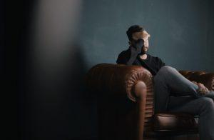 Bild eines Mannes mit Depression